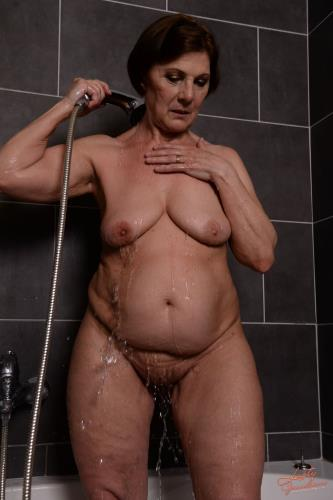 Margo T - Soaking Wet GILF (HD)