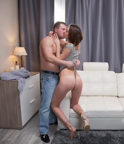 Sarah Lovely - Hardcore (385 MB)