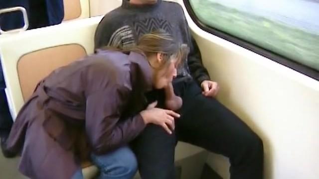 Молоденькие жены сосут парням в поезде и меняют ими