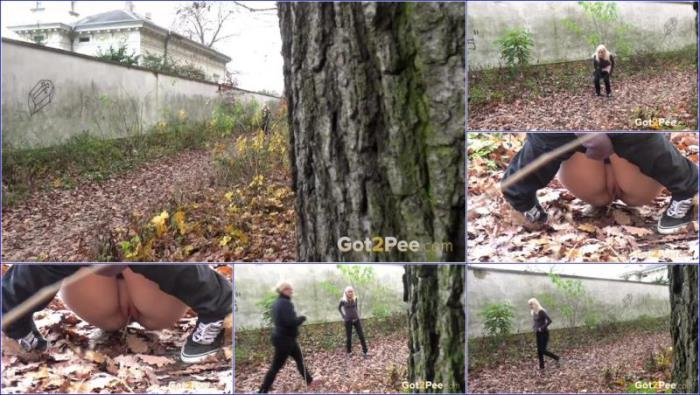 Got2Pee - Unknown - Video-soggy-leaves [FullHD 1080p]