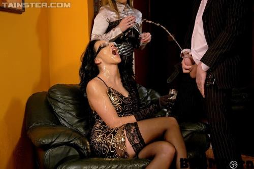 Christina Lee, Leonelle Knoxville - Champagne and Piss COCKtail (FullHD)