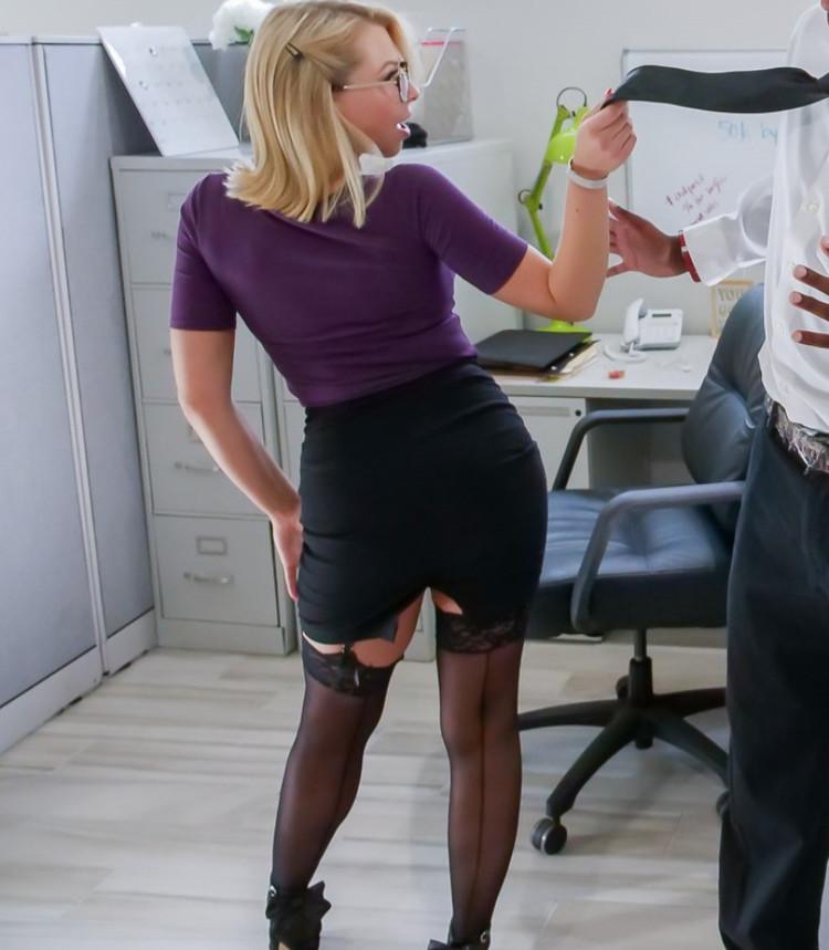 Zoey Monroe - DP interracial en la oficina