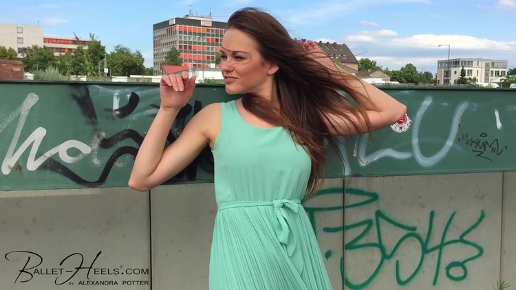 [Image: Mint%20green%20sommer%20dress.mp4.0016_l.jpg]