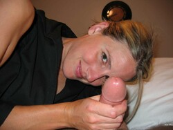 1455092671_hgty-amateur_lovely_wife_home_blowjob_18_s.jpg