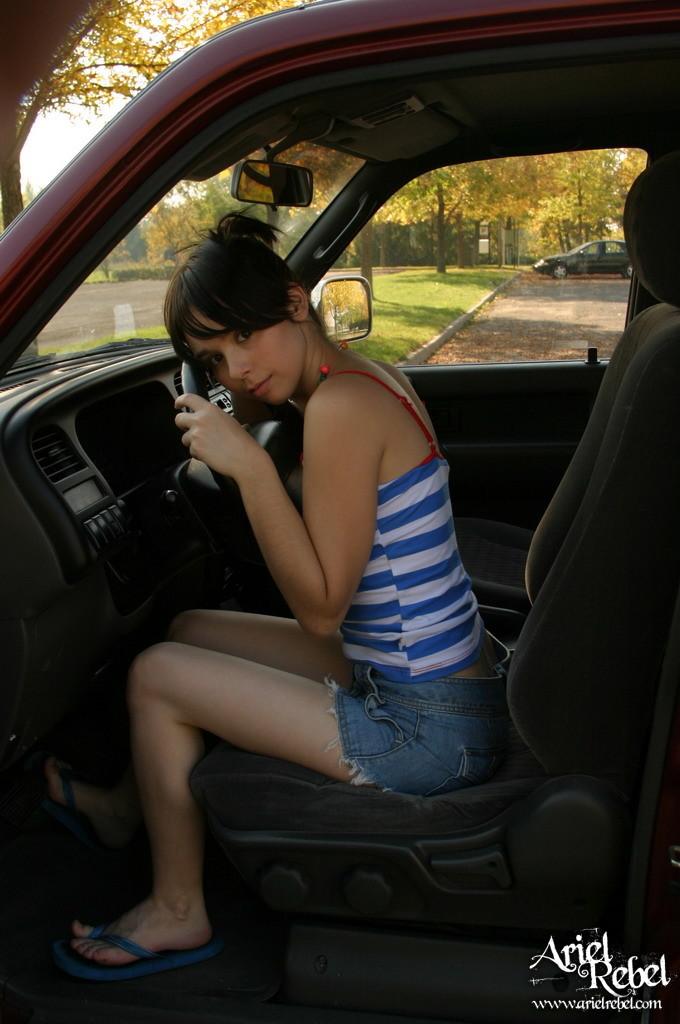 Fotos xxx de Ariel Rebel una adolescente caliente