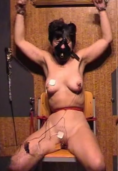 Xtreme play with slave Kirsten