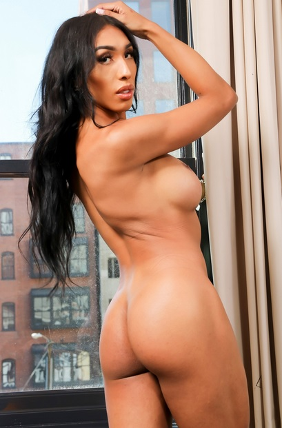 This Latina beauty has an amazing body