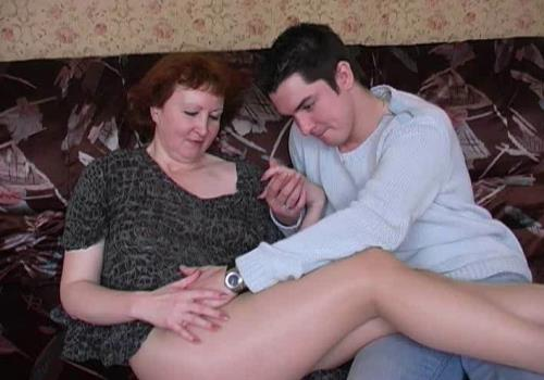 Amateur - XXX Moms In Pantyhose (123 MB)