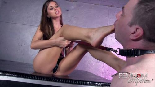 Riley Reid - Riley's Foot licking bitch (230 MB)