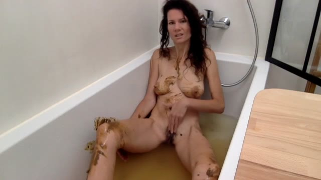 nastymarianne - Bathing with my shit