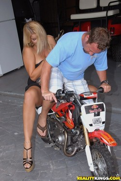robbye-bentley-moto-bang-junior-upskirt-pics