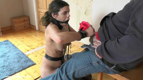 An Obedient Slavegirl