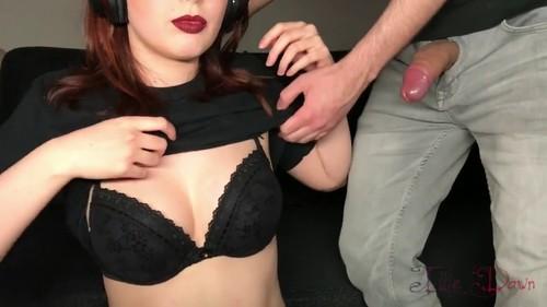 Gamer girl Ellen tries to ignore my pulsating cock