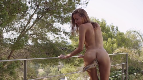Young skinny girl / Erotic video.