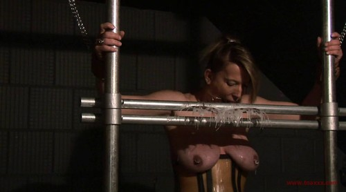 Slave Eva - Tits in Steel